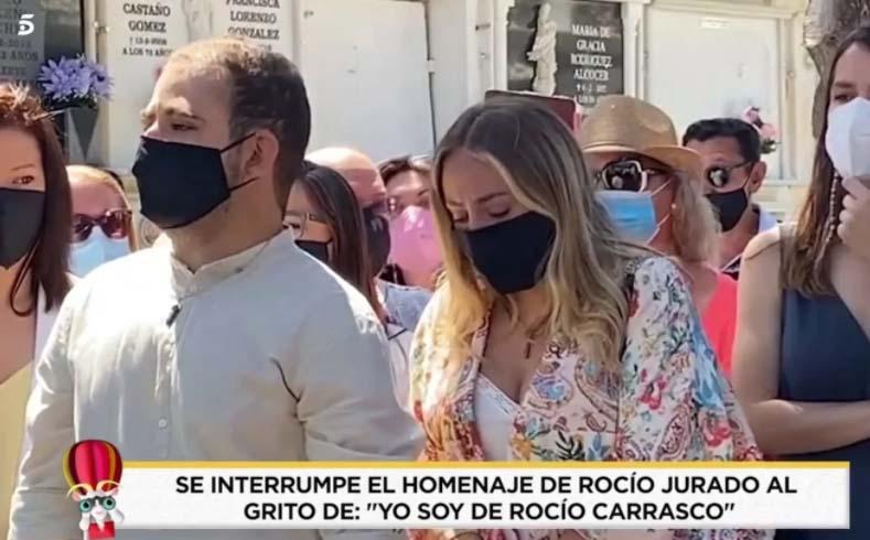 Gritos a favor de Rocío Carrasco en el homenaje a su madre