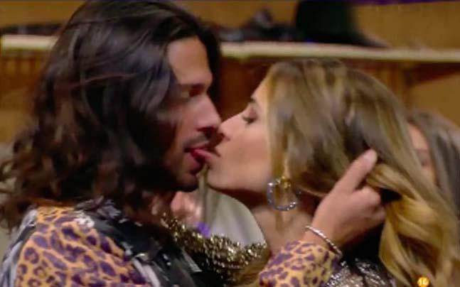 El beso de Luca Onestini y Cristina